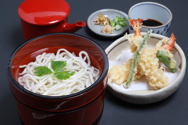 「天釜揚げ」 1,960円 活車えび二尾の天ぷらが付いた釜揚げです。