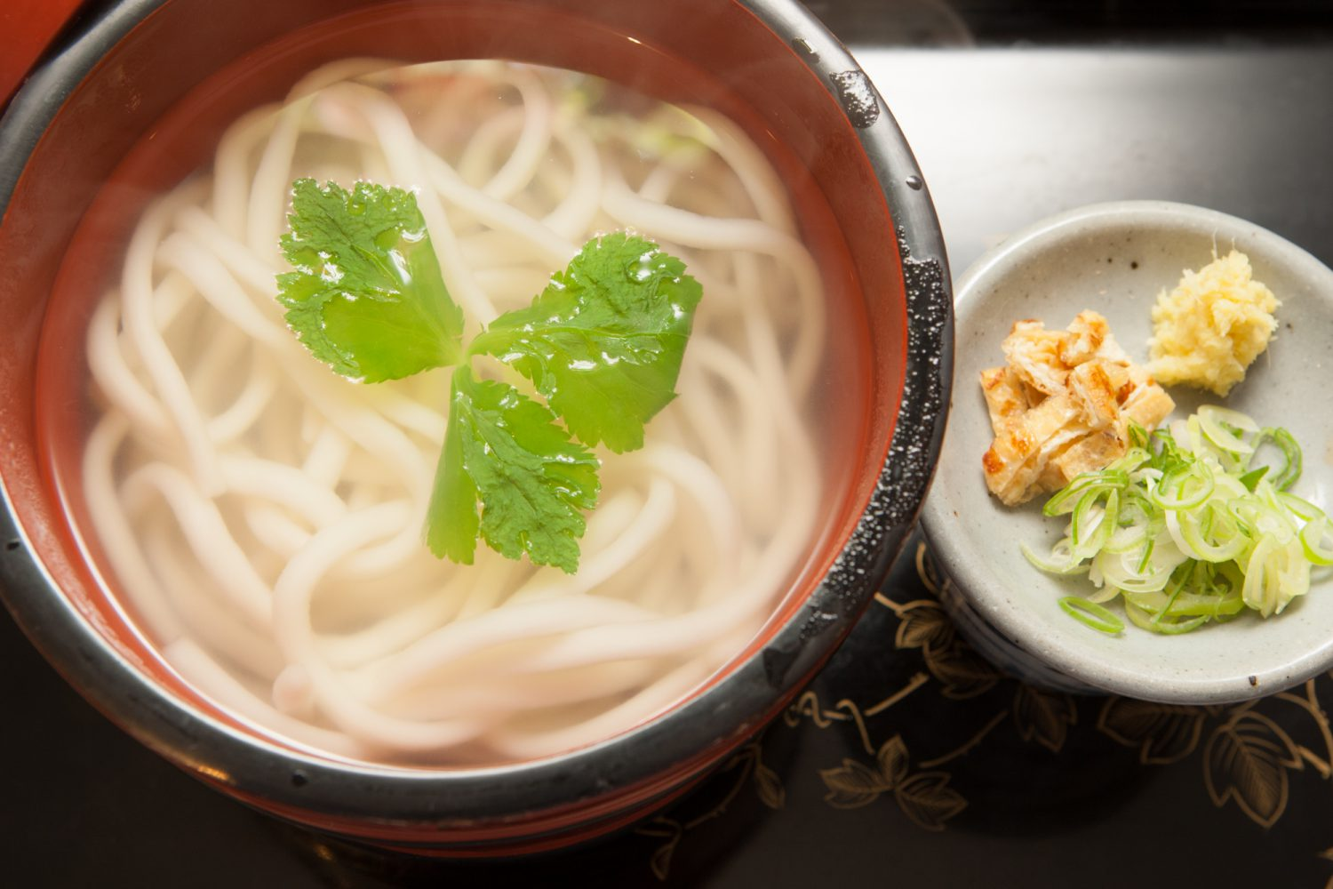 KAMA-AGE(釜揚げ) Noodles served in a lacquered wooden bucket